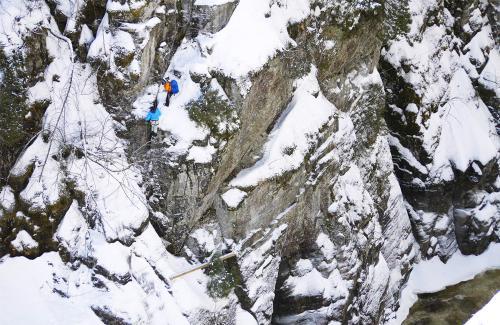 projet-vertical-canyon-via-ferrata-hiver 02