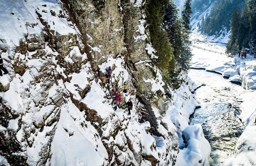 projet-vertical-canyon-via-ferrata-hiver 08
