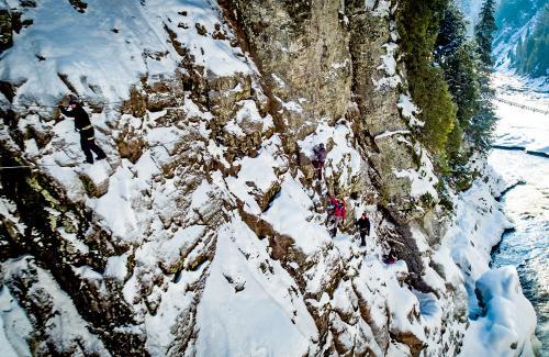 projet-vertical-canyon-via-ferrata-hiver 16